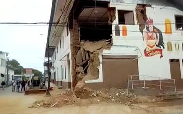 Uništena zgrada u Peruu