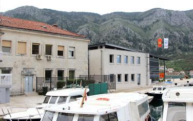 Zgrada Lučke kapetanija i luka Kotor