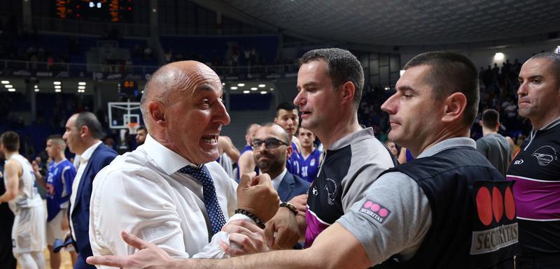 Mihailo Pavićević je u finišu i nakon meča žestoko protestvovao prema sudiji Vojinoviću (Foto: Filip Roganović)
