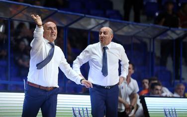 Trener Mornara Mihailo Pavićević i predsjednik Đorđije Pavićević na sinoćnoj utakmici