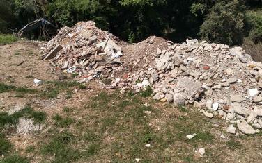 Deponija na Starom gumnu u Baošićima