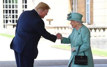 """""""Kao sa drugom"""": Pozdrav Trampa i kraljice"""
