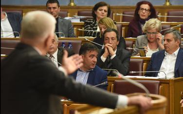 Jedini u regionu bez zakona o vladi i skupštini: Premijer pred poslanicima