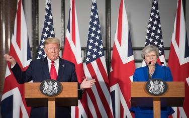 Tramp i britanska premijerka Tereza Mej