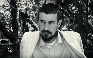 """""""Nekad sam toliko lijen da se i sam sebi smučim"""": Dejan Dedović Dedduh u spotu za pjesmu """"Đedovina"""""""