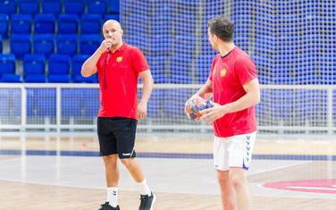 Selektor Zoran Roganović i Stevan Vujović na večerašnjem treningu