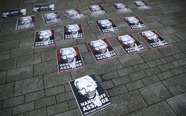 Sa protesta ispred suda