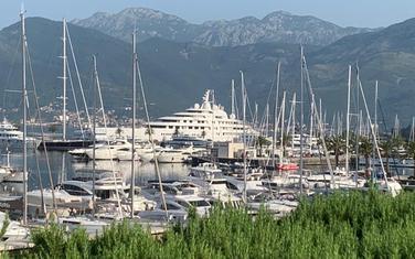 """Azzam"" u Porto Montenegru"