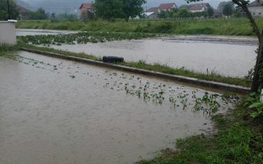 Njive uništene, voda došla do kuća