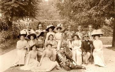 Kralj Nikola sa (širom) porodicom, 1910. godine