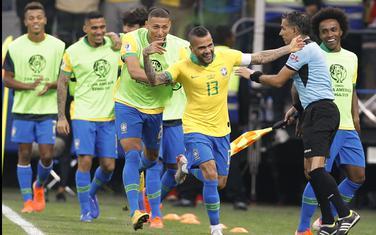Brazilci slave gol Danija Alvesa