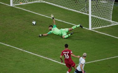 Aguero postiže drugi gol za Argentinu