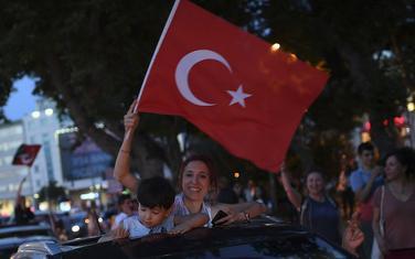 Slavlje pristalica opozicije na ulicama Istanbula