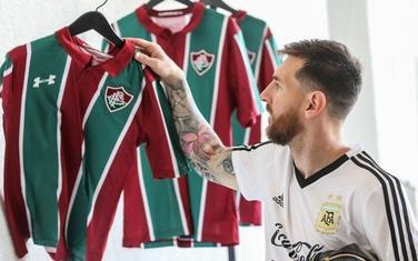 Mesi je od Fluminensea na poklon dobio dres sa svojim imenom