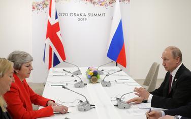 Mej i Putin na sastanku