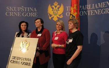 Drobnjak sa koleginicama iz parlamenta i Vlade (arhiva)