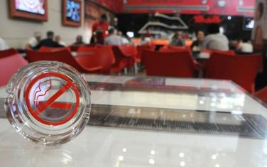 Navodno slijedi zabrana pušenja u barovima i restoranima