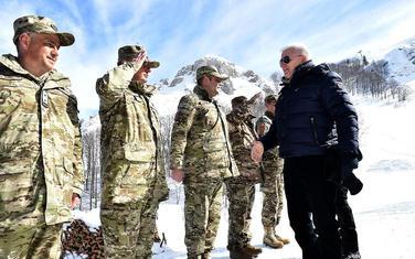 Premijer Duško Marković prilikom posjete planinskoj vježbi u Kolašinu u februaru ove godine