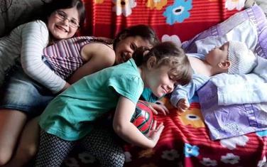 Bogdan sa sestrama