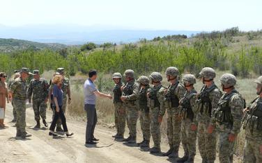 Ministar odbrane Crne Gore Predrag Bošković tokom posjete Krivolaku