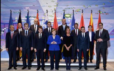 Njemačka kancelarka Angela Merkel i francuski predsjednik Emanuel Makron sa zvaničnicima Zapadnog Balkana i Evropske unije