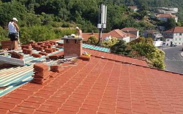 """Krov zgrade u kojoj je područna ustanova Osnovne škole """"Orjenski bataljon"""" i mjesne zajednice u Kamenarima"""