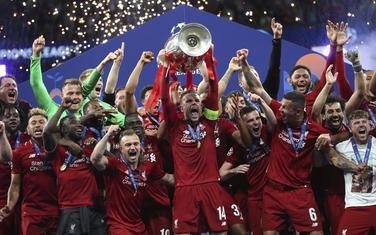 Ko će ih naslijediti na tronu: Fudbaleri Liverpula podižu pehar u Ligi šampiona