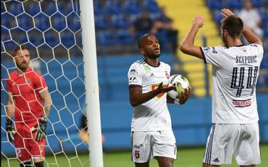 Loik Nego i Marko Šćepović slave jedan od tri gola francuskog internacionalca