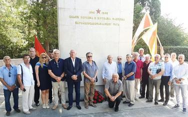 Kod spomenika Bezmetković
