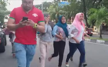 Ljudi bježe nakon potresa