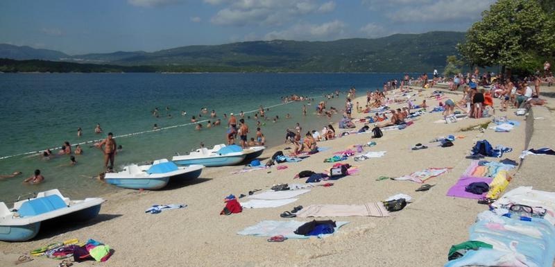 Plaža uređena, voda čista