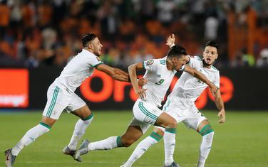 Slavlje fudbalera Alžira nakon gola