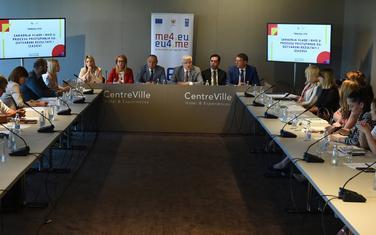 Sa okruglog stola Saradnja Vlade i NVO u procesu pristupanja EU, koji je organizovao Generalni sekretarijat Vlade.