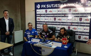 Detalj sa pres konferencije APOEL-a