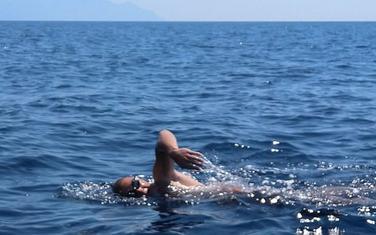 Urošu je bilo potrebno devet sati da stigne od Sitonije do Atosa.