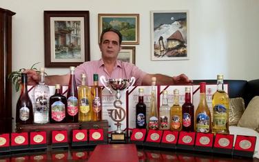 Turčinović sa pićima nagrađenim u Novom Sadu