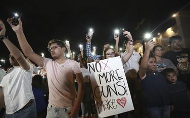 Napadi su ponovo podstakli debatu o zakonima o nošenju oružja u SAD