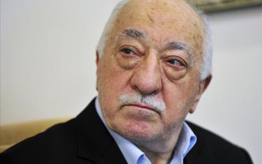 Vlada uništava sve što ima veze sa Gulenom