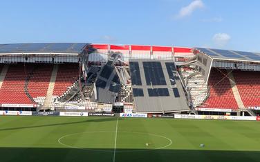 Srušeni dio krova na stadionu