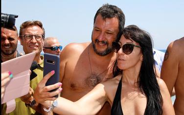 Mateo Salvini sa građanima na plaži