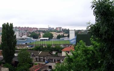 Pogled preko Jablaništa na stadion Obilića