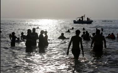Građani na jednom od jezera u Iraku