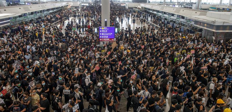 Prema navodima policije, na aerodomu ima oko 5.000 demonstranata