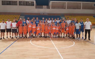 Mali košarkaši Gorštaka sa reprezentativcima Crne Gore