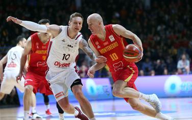 Aleksa Popović na utakmici sa Letonijom