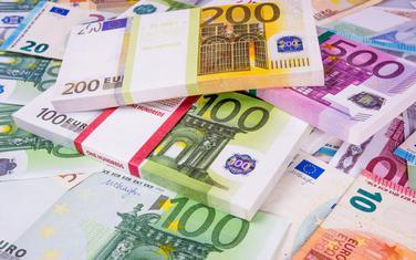 Za tri mjeseca na plaćanje kamata otišla 34 miliona eura. U dolarima 20 odsto duga (Ilustracija)