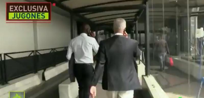 "Erik Abidal i Havijer Bordas na aerodromu ""Šarl de Gol"""