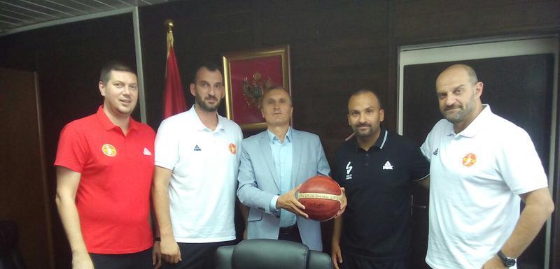 Bulatović sa predstavnicima reprezentacije CG i Asvela