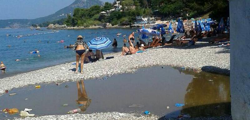 Fekalije na plaži