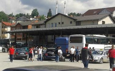 Godinama se upozorava na iseljavanje, naročito sa sjevera Crne Gore: Organizovani odlasci iz Rožaja 2015.